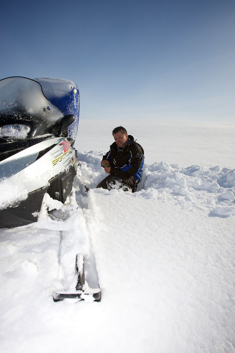 Geir Atle trying to get his kit ready for fishing. It's not easy with frozen fingers.