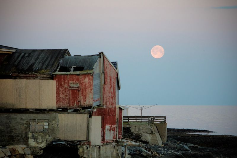 Rød måne i Østervågen
